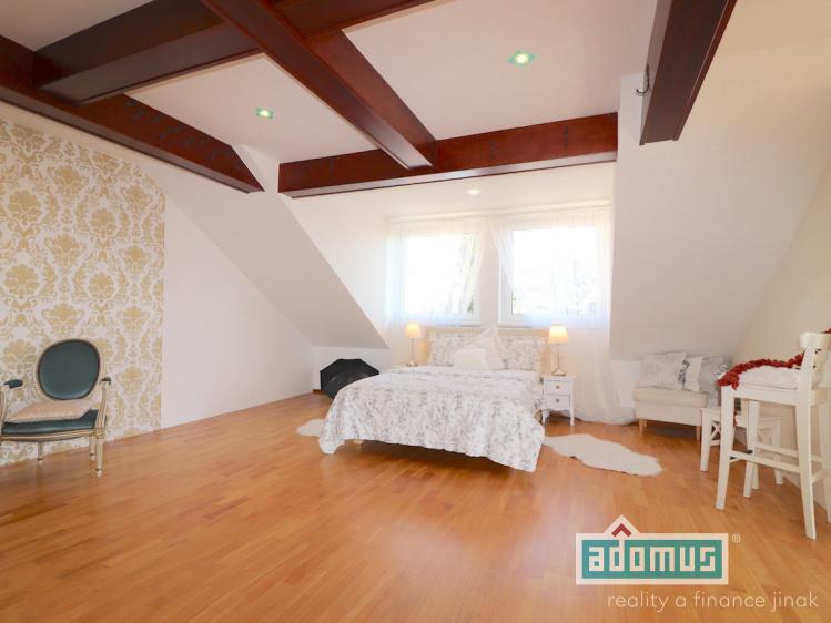 Pronájem bytu 2+KK v rodinném domě, 71m², Dobříč 36 - ložnice